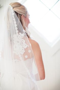 a vintage veil from the Bride's mother  Photography by theomilophotography.com