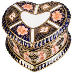 Royal Crown Derby Heart-Shaped Box, около 1910 г. Продажа
