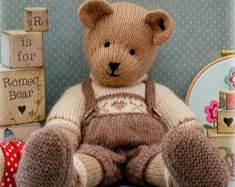 best ideas for knitting animals toys teddy bears Teddy Bear Knitting Pattern, Animal Knitting Patterns, Swatch, Mary Janes, Ravelry, Teddy Bear Toys, Teddy Bears, Yarn Ball, How To Purl Knit