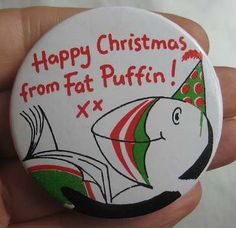 PUFFIN BOOK CLUB 1970-80s members HAPPY CHRISTMAS FAT PUFFIN blue tin pin BADGE