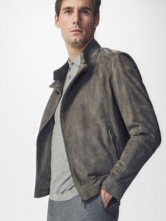 Novedades semanales de moda para hombre en la última colección otoño invierno 16 de Massimo Dutti online. Novedades y lookbooks exclusivos y elegantes.