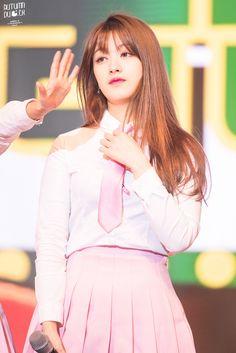 dedicated to female kpop idols. Kpop Girl Groups, Korean Girl Groups, Kpop Girls, Rapper, Cube Entertainment, These Girls, Supergirl, Girl Crushes, Female