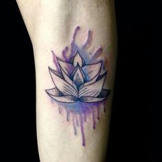 Tatuagem de Flor de Lotus |  Perna em Aquarela