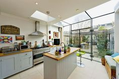 glass roof on corner Glass Kitchen, New Kitchen, Kitchen Dining, Kitchen Ideas, Kitchen Layout, Dining Area, Conservatory Kitchen, Glass Extension, Extension Ideas