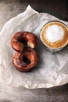 {Pineapple doughnuts.} Breakfast Desayunos, Breakfast Recipes, Dessert Recipes, Desserts, Perfect Breakfast, Coffee Cafe, Coffee Mugs, Coffee Break, Coffee Mornings