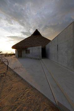 Fundación Casa Wabi busca ser un espacio de encuentro entre artistas, en el que a partir del programa de residencias, el jardín escultórico y el ciclo de cine, los invitados descubran un entorno distinto para su desarrollo profesional.