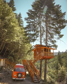 Treehouse in California. A traveler and adventurer Louis Cole came across this…