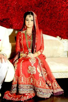 Pakistani bridal dresses including, Lengha dresses, gowns, Barat dresses and . Deepak Perwani Wedding wear collection 2014 is extremely fashionable. Pakistani Wedding Dresses, Pakistani Outfits, Indian Outfits, Pakistani Clothing, Muslim Women Fashion, Indian Fashion, Asian Wedding Dress, Sharara, Anarkali