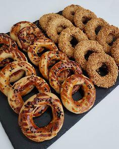 Pastane Usulü Kandil Simidi - Mutfakgram Pastry Recipes, Dessert Recipes, Cooking Recipes, Desserts, Simit Recipe, Turkish Recipes, Ethnic Recipes, Avocado Pasta, Brunch Menu