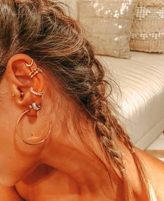 Why have one ear piercing when you can have them all? Inspired by star clusters, constellation ear piercings are the hottest thing in fashion right now and we want them all. Piercings Bonitos, Spiderbite Piercings, Ear Peircings, Types Of Ear Piercings, Piercing Tattoo, Kylie Jenner Ear Piercings, Multiple Ear Piercings, Ear Jewelry, Cute Jewelry