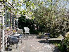 Gouda - Huisjes te Huur in Gouda Gouda, Patio, Outdoor Decor, Plants, Home Decor, Decoration Home, Room Decor, Plant, Home Interior Design