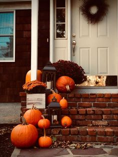 The enchanting sound of crunching leaves, the breathtaking fall colors, what's not to love about the Fall season? The best part about Autumn is welcoming its bright, vivid colors into your home decor! Here are some amazing outdoor fall decor ideas to inspire you and impress your friends and family.