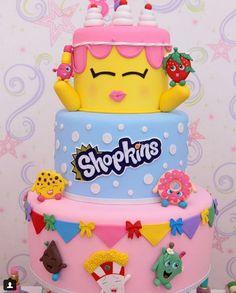 Decoração para Festa infantil Shopkins – Sugestões – Blog Inspire sua Festa 6th Birthday Girls, Fourth Birthday, Birthday Parties, Birthday Cake, Bolo Shopkins, Fake Cupcakes, Party Cakes, Party Time, Birthdays