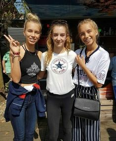 Lisa and Lena with fans