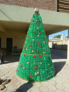Imagenes de pinos de navidad con material reciclado