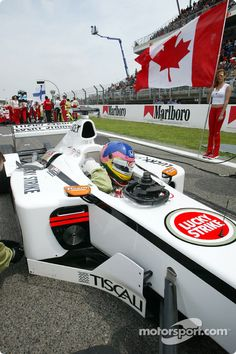 jacques villeneuve 2002 | Jacques Villeneuve on the grid