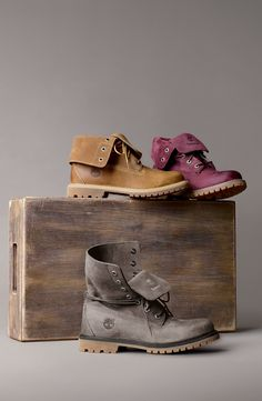 Waterproof leather Timberland boots. I like the burgundy ones ♡