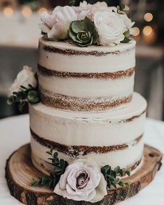Country Wedding Cakes Love this beautiful rustic wedding cake! Flowers make a lovely addition. Perfect wedding cake for a rustic or country wedding - Perfect Wedding, Fall Wedding, Floral Wedding, Trendy Wedding, Wedding Ceremony, Dream Wedding, Wedding Rings, Renewal Wedding, Purple Wedding