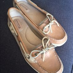 Sperry top slider boat shoe Brown and tan boat show with netting side detail. Comfy, casual and in great condition. (has some minor marks) Perfect for summer ⛵️ Sperry Top-Sider Shoes Flats & Loafers
