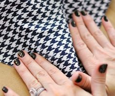 Houndstooth Pumps DIY // How-to Cover Leather Shoes with Fabric Diy Fashion, Fashion Shoes, Fashion Beauty, Asian Fashion, African Fashion Dresses, Nail Stamping, Houndstooth, Diy Beauty, Leather Shoes