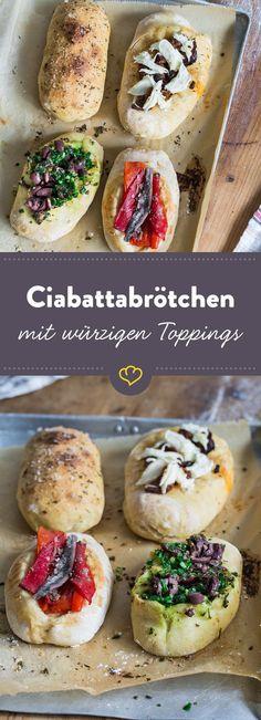 Super als größeres Fingerfood: Ciabattabrötchen mit Kräuteröl-, Paprika-Sardellen-, Oliven-Haselnusspesto- oder Caprese-Topping.