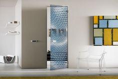 Uşă batantă cu toc model Line Frame. Suprafaţa este din cristal monolit securizat cu grosime de 10 mm, model Hexagon, prelucrat în întregime manual prin tehnica de lăcuire Light & Color în nuanţa Avio. Mânerele sunt model Blues din inox lucios.  #interiordesign #casali_glassdesign #casali_design #madeinitaly #glassdesign #nigeimpex #nigeideas #usibatante Divider, Interior, Room, Furniture, Home Decor, Bedroom, Decoration Home, Indoor, Room Decor