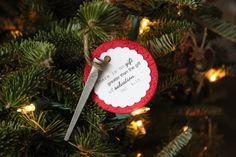 Christmas nail ornament tutorial