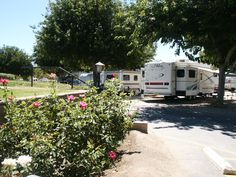 Castaic Lake RV Park | Close to Six Flags Magic Mountain, Camping World and Castaic Lake. 35 minutes to Universal Studios and other Los Angeles attractions. Clean, quiet and friendly #California