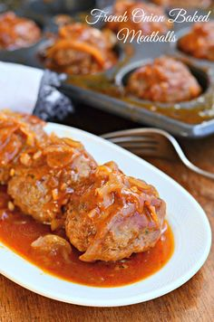 French Onion Baked Meatballs Recipes Amazing Baked Meatballs cooked in homemade French Onion Sauce for stronger flavor. These meatballs a juicy and packed with great flav. Meatball Bake, Meatball Recipes, Meat Recipes, Chicken Recipes, Dinner Recipes, Cooking Recipes, Beef Dishes, Food Dishes, Main Dishes