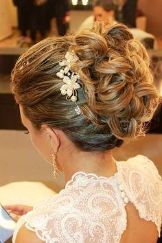 Beleza da Noiva - Penteado  de Coque. Fonte: NUR