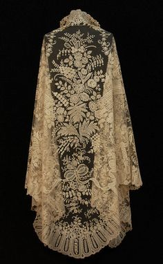 HANDMADE BRUSSELS BOBBIN APPLIQUE LACE SHAWL, 19th C.