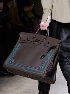 Men's Fall-Winter 2020 runway show Hermes Shoes, Hermes Men, Hermes Bags, Hermes Birkin, Burberry Men, Gucci Men, Fashion Bags, Mens Fashion, Couture Fashion