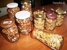 Zavárané vlašské orechy a lieskovce (fotorecept) - recept Russian Recipes, Mason Jars, Food And Drink, Homemade, Canning, Green Papaya Salad, Preserve, Home Canning, Canning Jars
