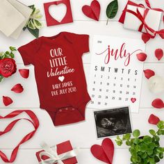 Baby Onesie / Pregnancy Announcement Onesie / Personalized Announcement / Valentine's Day Onesie / - Valentine's Days / Valentinstag Valentines Pregnancy Announcement, Facebook Pregnancy Announcement, Christmas Baby Announcement, Valentines Day Baby, Valentine Crafts, Baby Announcements, Pregnant Mom, First Time Moms, Future Baby