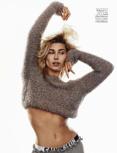 Hailey Baldwin captivates on the January 2018 cover of ELLE Spain. Photographed by Nino Muñoz, the blonde beauty wears a Michael Michael Kors turtleneck sweater… High Fashion Poses, Fashion Model Poses, Fashion Models, High Fashion Shoots, Fashion Photography Poses, Girl Photography, Hailey Baldwin Model, Hayley Baldwin, Édito Vogue