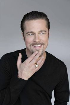 Check out the latest pictures, photos and images of Brad Pitt Brad Pitt And Angelina Jolie, Jolie Pitt, Jennifer Aniston, Brat Pitt, Brad Pitt Hair, Handsome Actors, Hollywood Actor, Hollywood Stars, American Actors