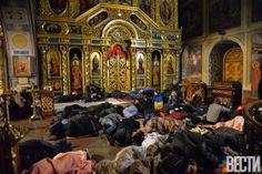 Михайловский собор приютил некоторых украинцев, которых прогнали с Евромайдана в ночь с пятницы на субботу. (Фотограф: Владимир Бойко, «Вести») #vestiua #Kiev #Ukraine #church #Europe #euromaidan
