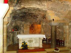 """La gruta de la Anunciación en Nazare: """"Aquí el verbo se hizo carne""""."""
