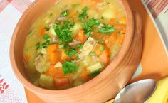 Lunch/Dinner: Hearty Chicken Stew calories/serving) serve with small roll or pita bread Epicure Recipes, Slow Cooker Recipes, Soup Recipes, Healthy Soup, Healthy Recipes, Stew Chicken Recipe, Lean Meals, Chili Soup, Carrot Soup