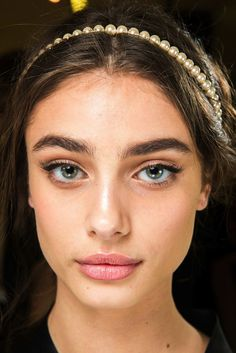 Beauty Looks From Dolce & Gabbana F/W 2015