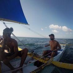 Siempre en movimiento!!!  #sailing #sailboat #itsmorefuninthephilippines #boracay #island #philippines #likeapirate #pirate #quebienmelopaso #surf #surfenadolosmares #tooconcentrado #barco #vela #estovasinvientooooo by siempreenmovimiento