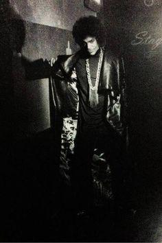 Prince backstage 2015