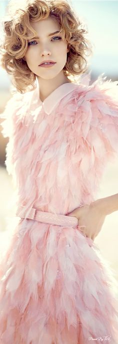 Sasha Luss in Fendi ponk feather dress jαɢlαdy