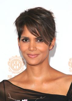 Halle Berry Photos Photos - Actress Halle Berry attends the Huading Film Awards on June 2014 at Ricardo Montalban Theatre in Los Angeles, California - Press Room at the Huading Film Awards Halle Berry Haircut, Halle Berry Pixie, Halle Berry Hairstyles, Pixie Hairstyles, Cute Hairstyles, Short Sassy Haircuts, Great Haircuts, Short Hair Cuts, Hallie Berry Short Hair
