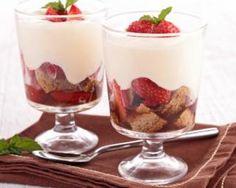 Tiramisu léger aux fraises et spéculoos : http://www.fourchette-et-bikini.fr/recettes/recettes-minceur/tiramisu-lger-aux-fraises-et-spculoos.html
