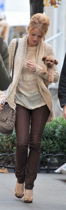 We love the neutral look Blake Lively is wearing, and the puppy makes a super cute accessory!