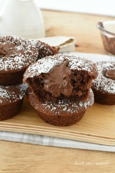 Nutella muffin recipe - Discover the ingredients to prepare delicious nutella muffins! Discover the ingredients to prepare - Nutella Muffins, Coffee Cake Muffins, Chocolate Chip Muffins, Chocolate Pies, Nutella Recipes, Sweets Recipes, Muffin Recipes, Cake Recipes, Nutella Light