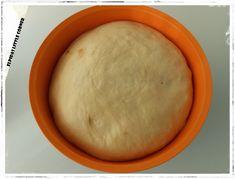 Τσουρέκια χωρίς Ζύμωμα! Little Corner, Dairy, Cheese, Food, Breads, Holidays, Vase, Bread Rolls, Holidays Events