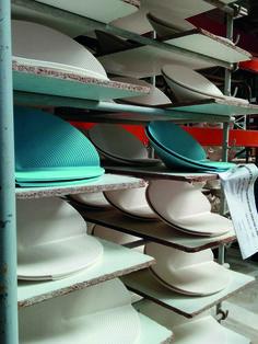Découvrez un aperçu des coulisses de fabrication de l'assiette présentation Canopée. #porcelaine #France #assiette #design