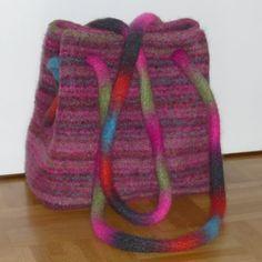Ich hatte mir als Muster die Booga Bag ausgesucht, wollte aber Feltro Caipo verstricken und die Tasche sollte auch etwas größer werde...